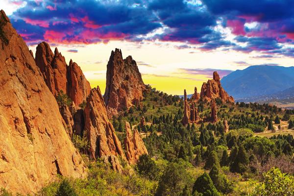 Garden Of The Gods Colorado Springs Co >> Holiday Vacations Experience Surreal Beauty At The Garden